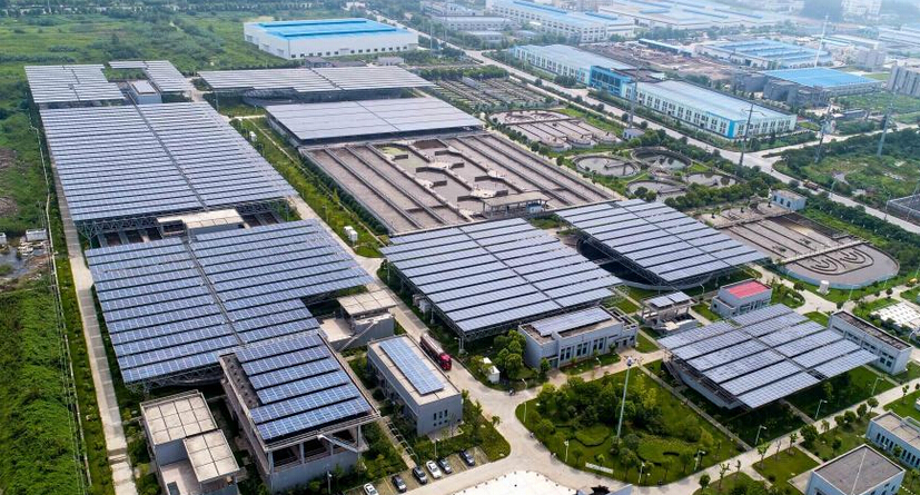 航拍扬州六圩污水处理厂年发电量突破1000万千瓦时光伏发电项目