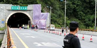 客车撞隧道口事故续 一名男性死者的身份无法确定