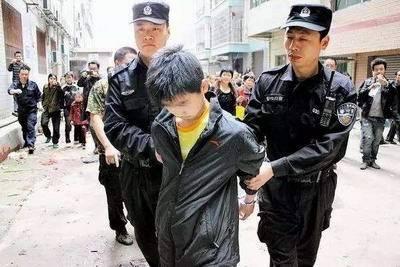 女子家门口被害 嫌疑人竟是自己亲生儿子!
