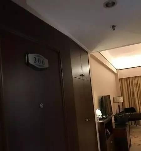 酒店电视藏针孔摄像头 女住客称摄像头拍到换衣服的画面