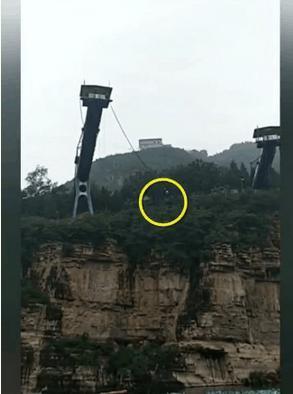 游客在房山景区蹦极坠崖 系卷扬机失控所致