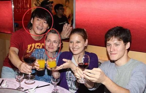 周华健与同岁妻子近照曝光 网友调侃:俩人看上去像是母子