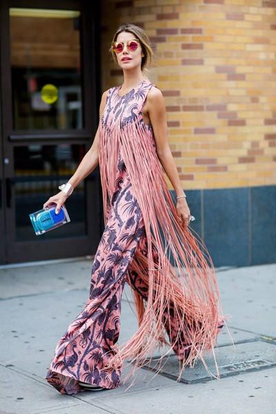 初秋服装流行趋势示范 一条流苏裙让你hold住全场
