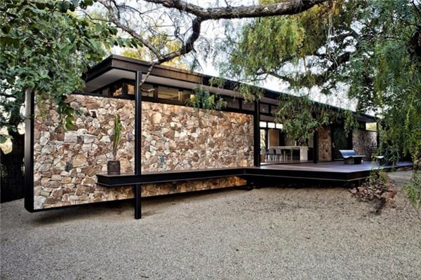 """南非""""浮墙""""豪宅:享有约翰内斯堡壮丽的美景视野"""