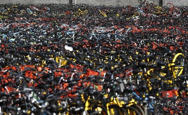 上海共享单车坟墓 上海市交通委发布暂停在上海新增共享单车的投放