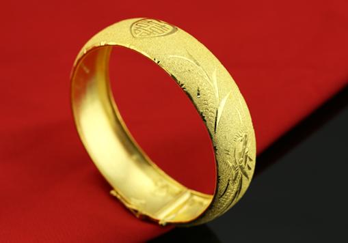 黄金手镯变形
