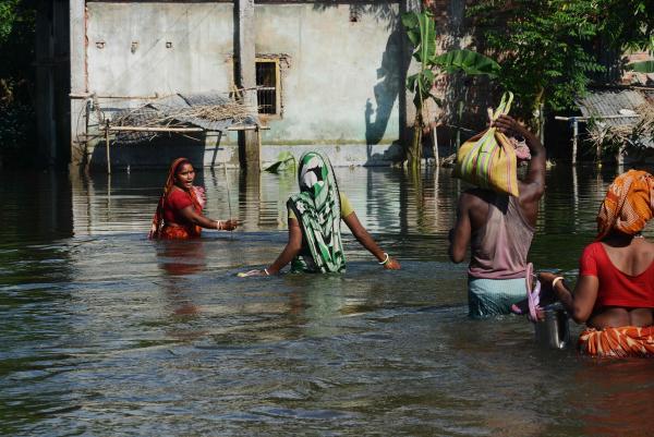 印度、尼泊尔等南亚国家特大洪水:800多人死亡 超2400万人受灾