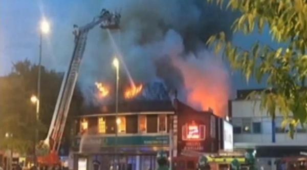 伦敦一商场起火无人伤亡 警方正在对起火原因进行调查