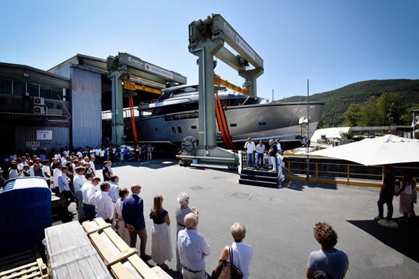 圣劳伦佐发布首艘跨界动力艇SX88游艇