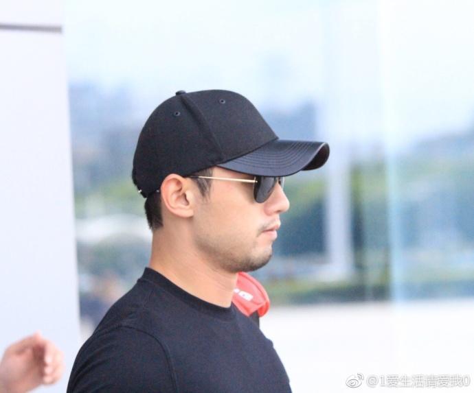 张继科抵达天津 代表山东队参加乒乓球男单和团体项目