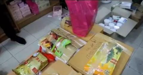 曼谷多家特产店被查 缴获大批违法商品和7名犯罪嫌疑人