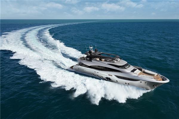 蒙地卡罗MCY 105超级游艇:轻松应对海上多变的天气