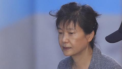朴槿惠再次紧急住院 目前被全身包裹送往病房具体症状不方便透露
