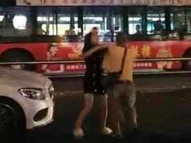女辅警打公交司机 因男友与公交车驾驶员发生争执