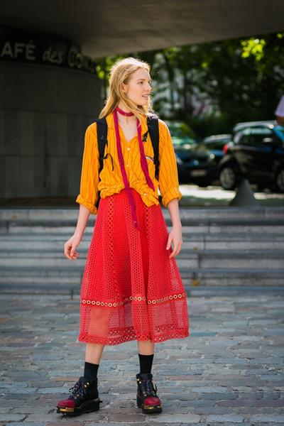 欧美穿衣搭配造型示范 美美半身裙轻松过秋季