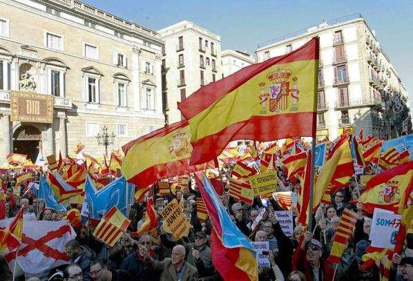 """西班牙自治区现""""独立闹剧"""""""