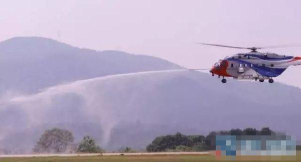 国产飞机AC313圆满完成悬停取水喷水试飞科目
