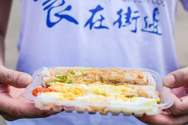 天津丽思卡尔顿酒店携20家天津街边美食摊举办美食市集