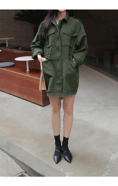绿色风衣怎么搭配_军绿色风衣怎么搭配