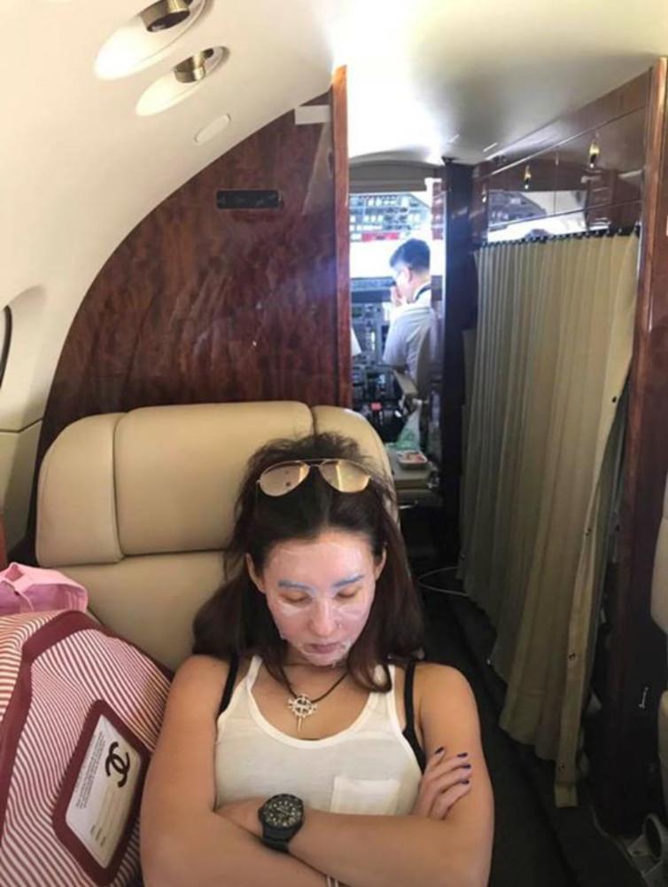 张柏芝包飞机返港