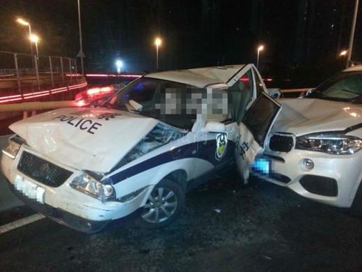 宝马追尾出警警车 事故造成一名老人身亡