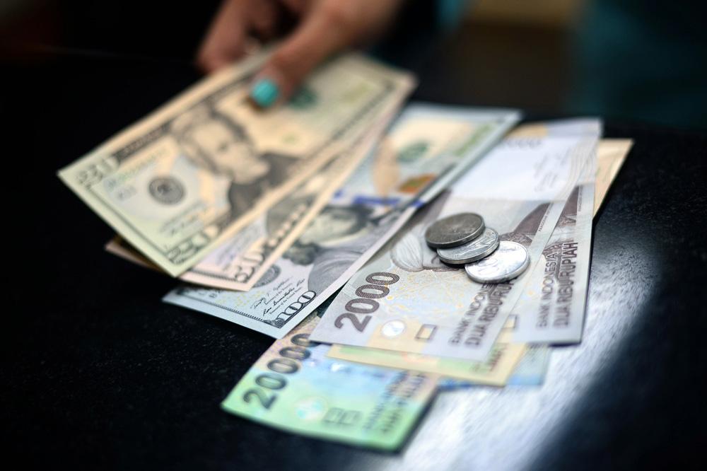 美元反弹走强 新兴亚币承压走软