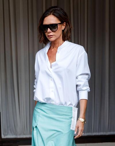 Victoria Beckham街拍示范 白衬衣+半身裙女强人变身小清新