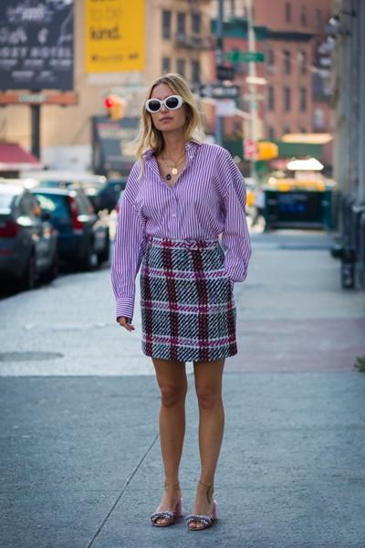 秋季穿衣搭配造型示范 多彩衬衫让你成为街头亮点