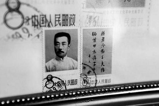 7旬老人一生积蓄全部用来集邮 开博物馆展邮票发展史