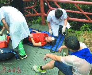 夫妇登山拍照遭雷击 妻子全身多处受伤且一度昏迷