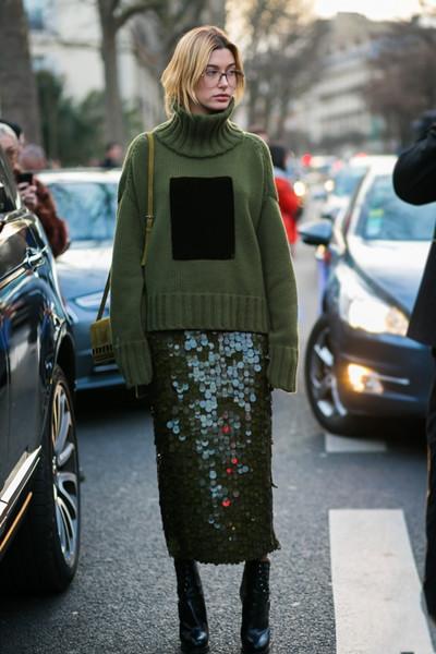 欧美秋季穿衣搭配示范 三个颜色毛衣好看又时髦