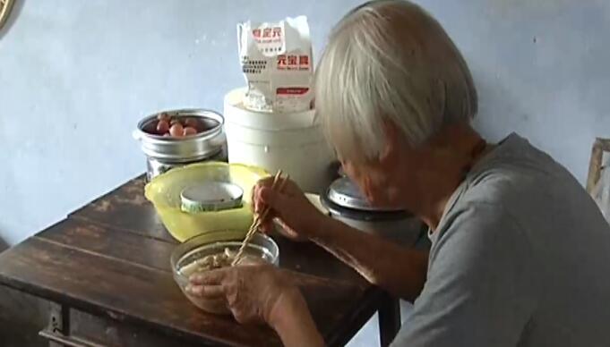88岁裸模爷爷征婚:生活上互相帮助但经济独立