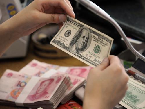 """人民币汇率单边升贬值料""""悬"""""""