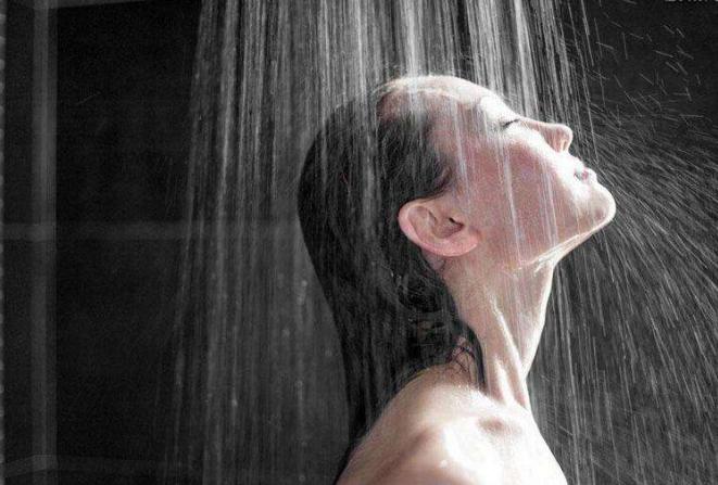 银饰可以佩戴洗澡吗?
