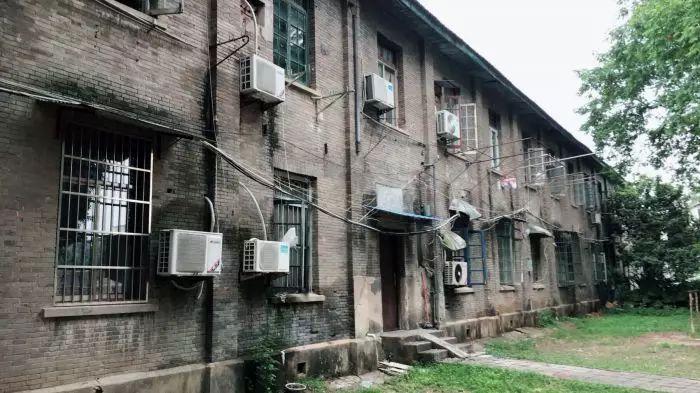 """安徽大学校园建筑被称青楼 有关部门回应称""""别想多了"""""""