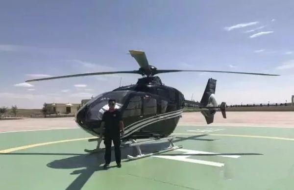 巴丹吉林开启国内首家沙漠私人直升机低空游览项目