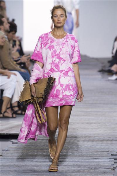 Michael Kors于纽约时装周发布2018春夏系列时装秀