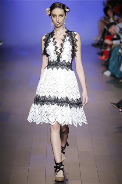 Naeem Khan服装品牌于纽约时装周发布2018春夏系列时装秀