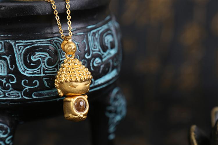 老庙黄金禅悦系列佛宠Q版摩尼3D硬金挂坠项链_珠宝图片
