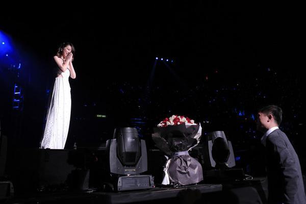 邓紫棋被歌迷求婚 玩转拒绝祝福歌迷找到真爱
