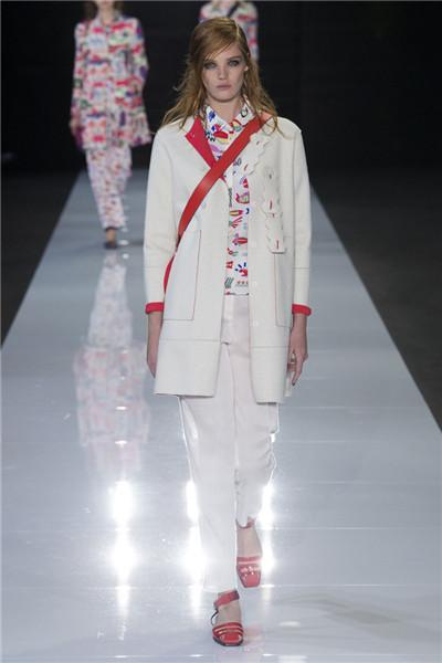 Emporio Armani服装品牌于伦敦发布2018春夏系列时装秀
