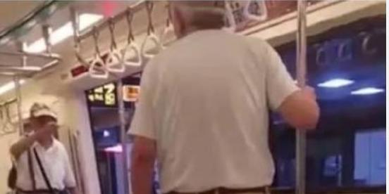 地铁上老人逼生病小孩让座 让孩子出示相关证件证明