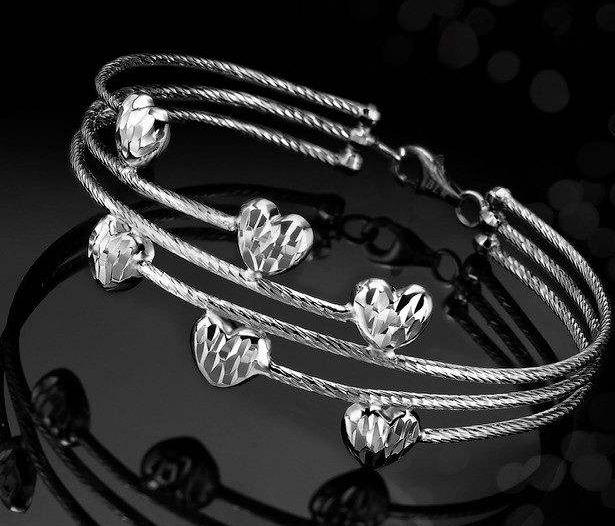 银饰手镯正确佩戴方法