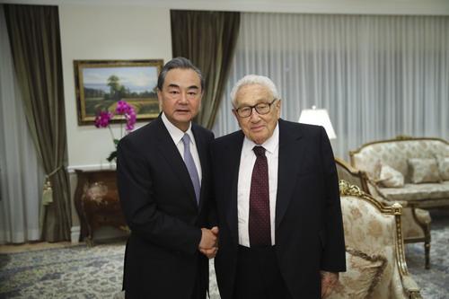 王毅会见基辛格 双方就朝鲜半岛局势等问题进行了交流
