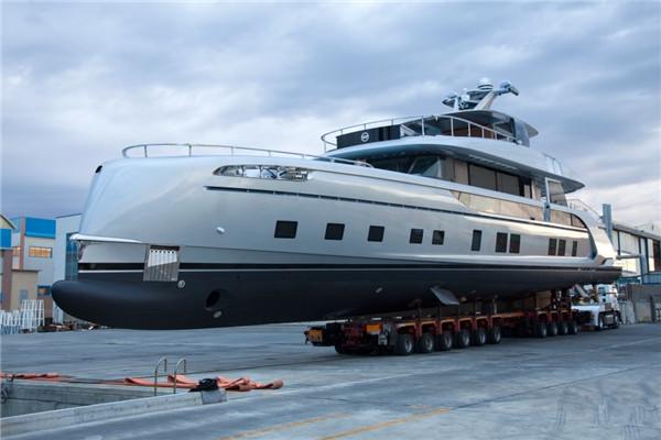 Dynamiq于维亚雷焦船厂发布全新GTT 115动力游艇