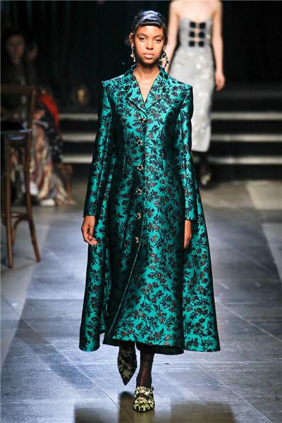 Erdem服装品牌于伦敦时装周发布2018春夏系列时装秀