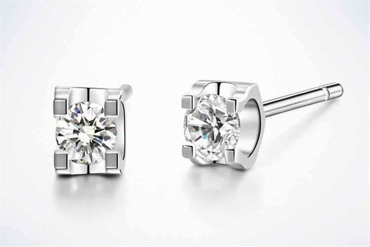 周大生轻·语系列18K金镶单钻耳钉钻石耳饰_珠宝图片