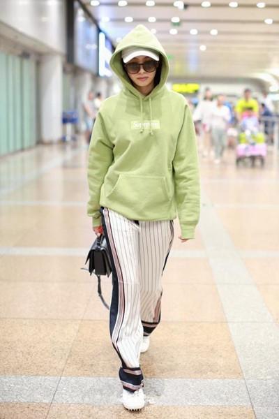 跟宋茜学服装流行趋势 卫衣+阔腿裤街头Style走起