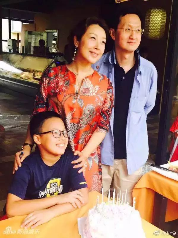 46岁歌手孙悦晒全家福 很享受有家人陪伴的幸福