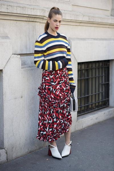明星服装流行趋势示范 一件毛衣助你时髦一秋